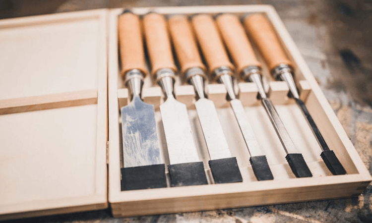 How To Carve Wood With A Chisel All About Woodwork