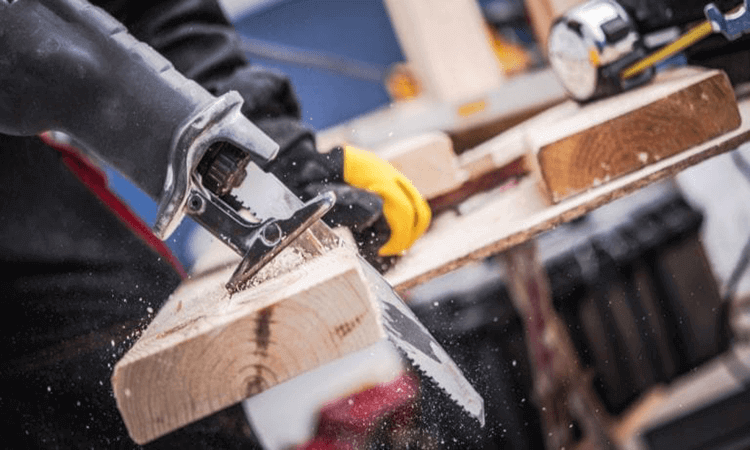 How To Use An Electric Hand Saw Easy Tips